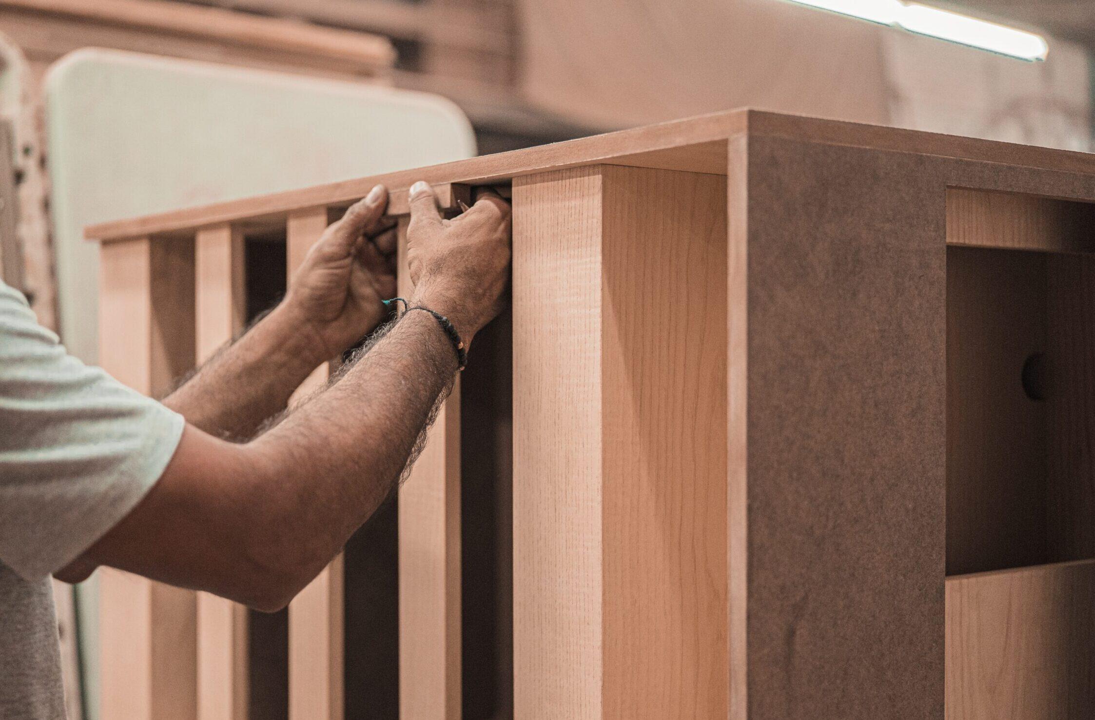 Maken van meubel